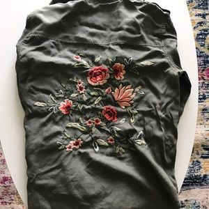 Light American Eagle jacket with flower embroidery